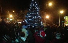 Escanaba begins Christmas season with tree lighting ceremony