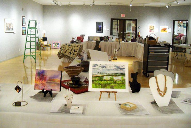Volunteers make Bonifas art auction happen