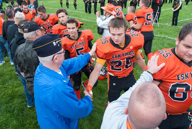 Escanaba Eskymos honor veterans at first home game
