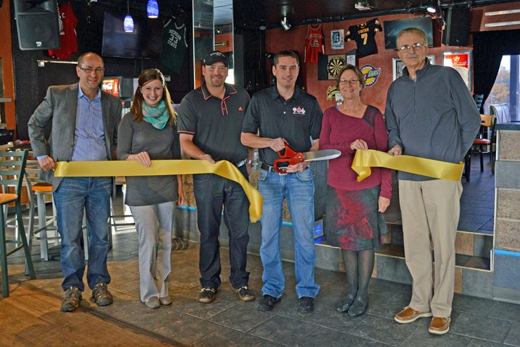 906 Sports Bar & Grill in Marquette celebrates grand opening
