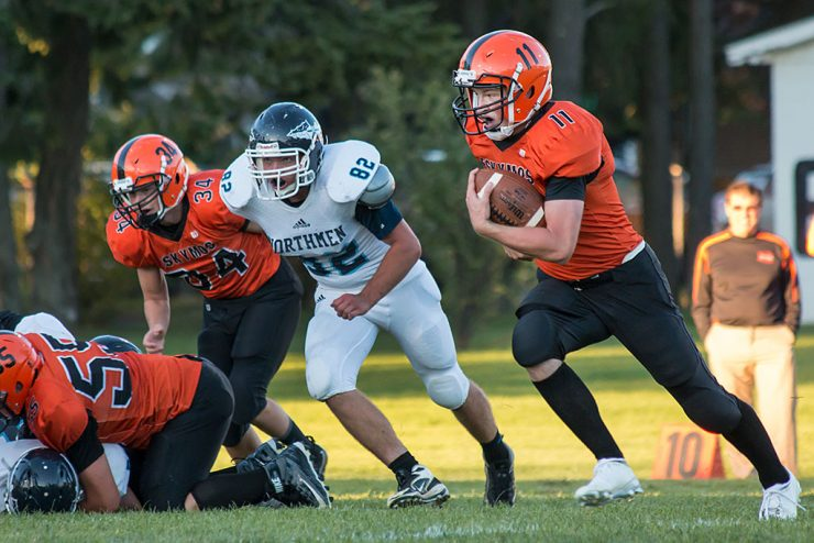 Escanaba Eskymos wins home football opener against Petoskey