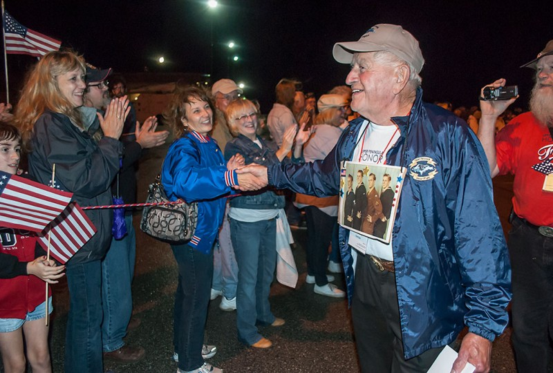 Veterans on U.P. Honor Flight return to hero's welcome